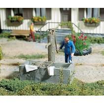 Pumpbrunnen mit Wassertrog