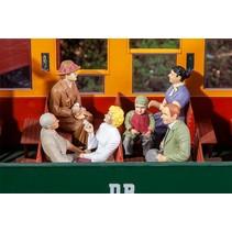 6 sitzende Waggon-Reisende