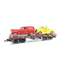 Flachwagen mit 2 Coca Cola Autos beladen