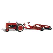 Spur H0 Traktor mit Scheibenpflug