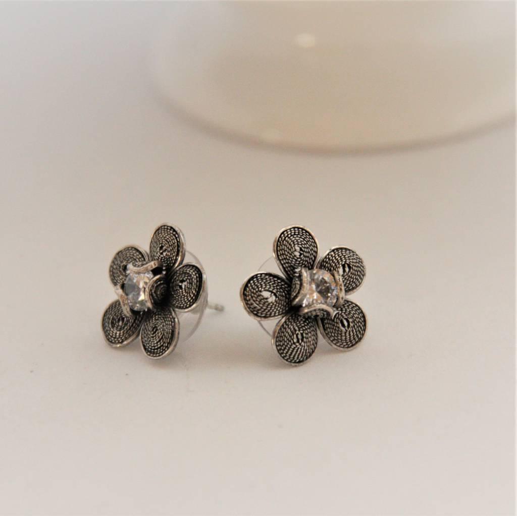 Yvone Christa Silver flower earrings