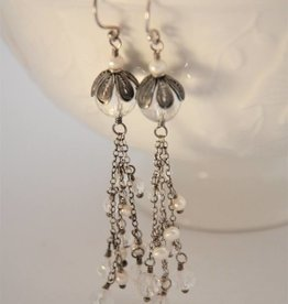 Yvone Christa Hanging earrings with Chrystal and white pearls