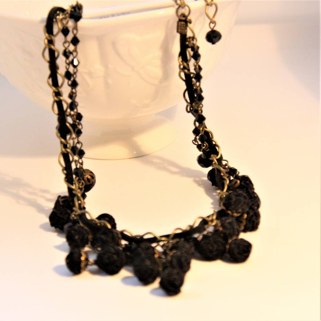 Ana Popova Black necklace Odette