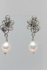 Yvone Christa Orecchini perli bianchi
