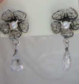 Yvone Christa Flower earrings   with white pearls