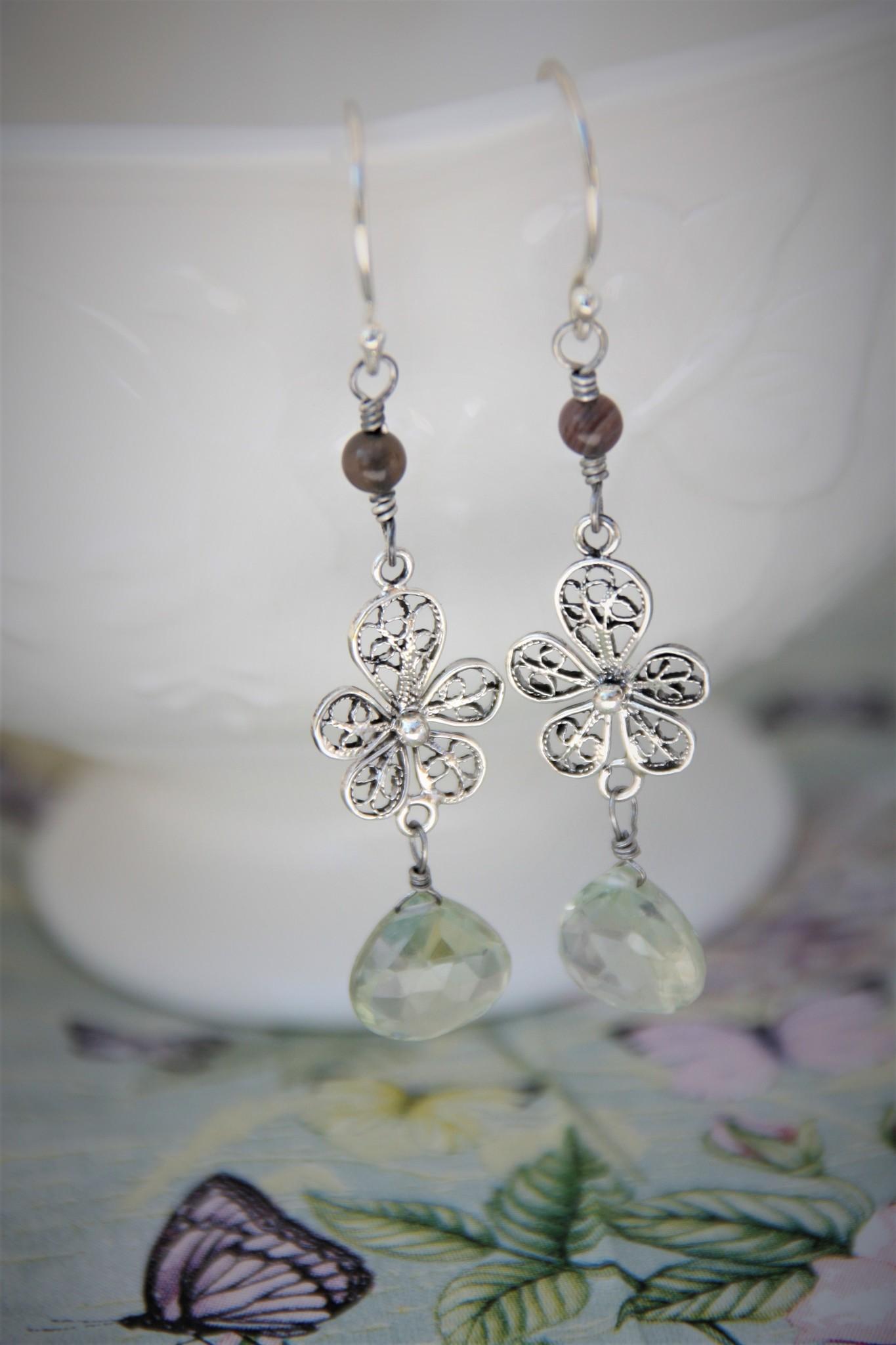 Yvone Christa Lange zilveren oorbellen met Aqua Lemuria