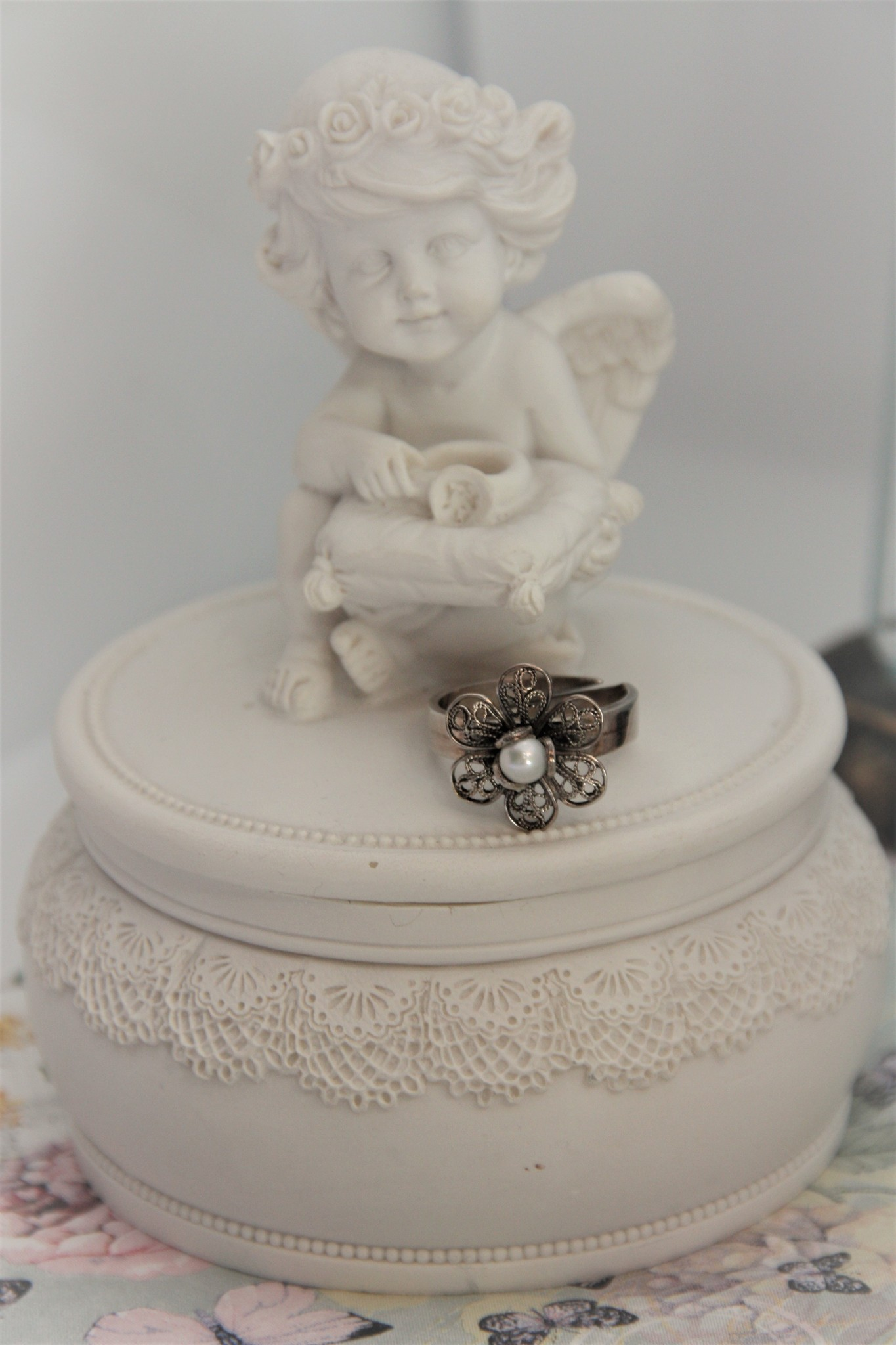 Yvone Christa Silver flower ring with white pearl