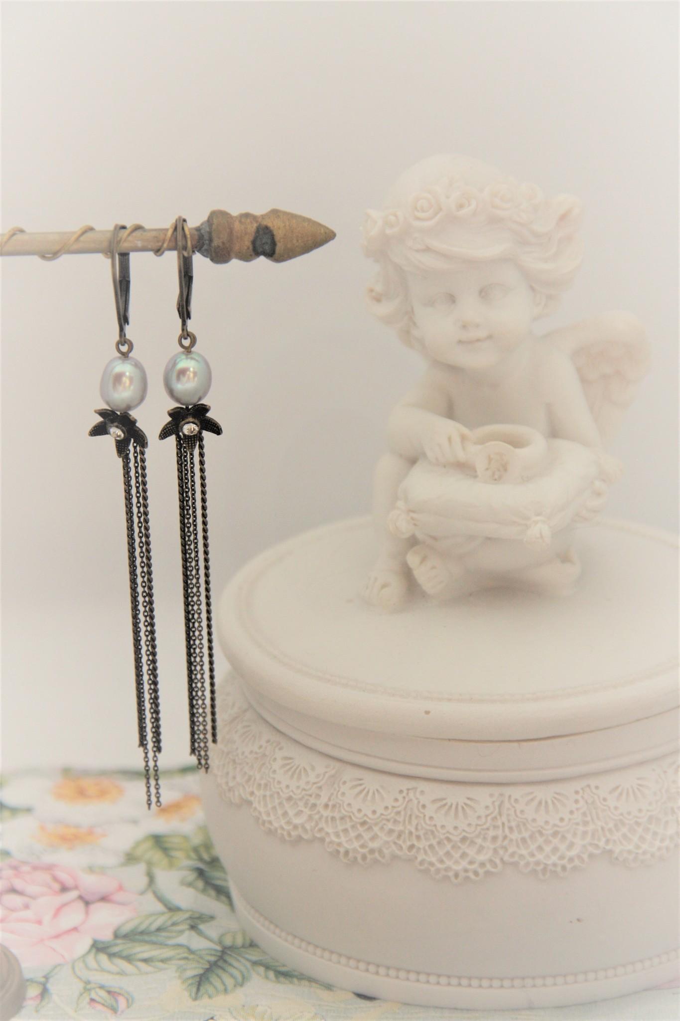Eric & Lydie Grey pearl earrings