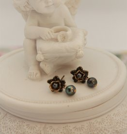 Eric & Lydie Bronze post earrings with grey pearl