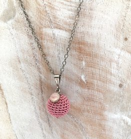 La Petite Rooze Silver necklace with crochet pendant