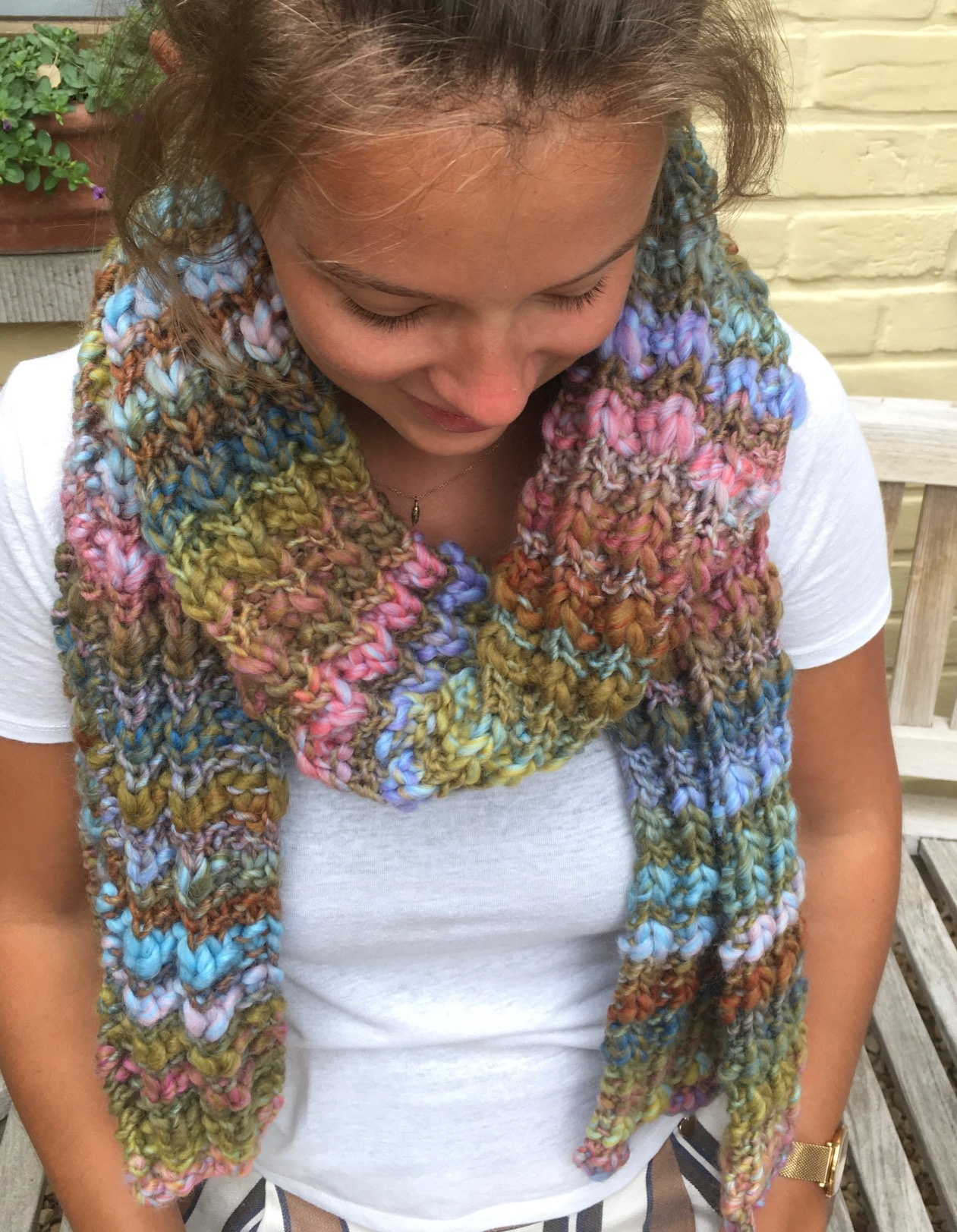 Made by Amberhoeve Veelkleurige  handgebreide sjaal