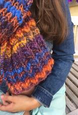 Made by Amberhoeve Vellkleurige handgebreide sjaal