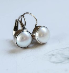 Carré Jewellery Witte pareloorbellen