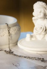 Carré Jewellery Zilveren ketting met hanger van grijze maansteen