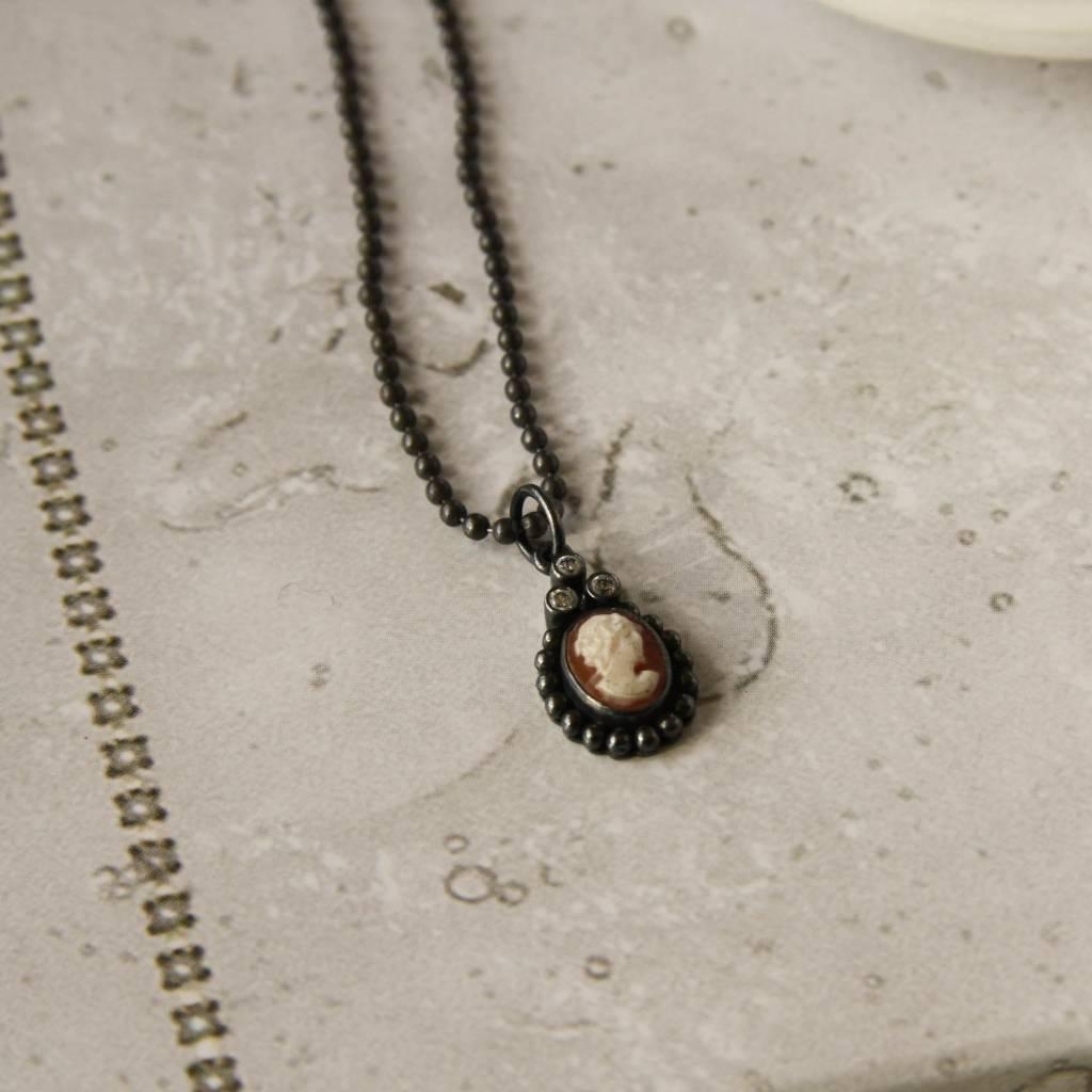 Carré Jewellery Zilveren ketting met camé hanger