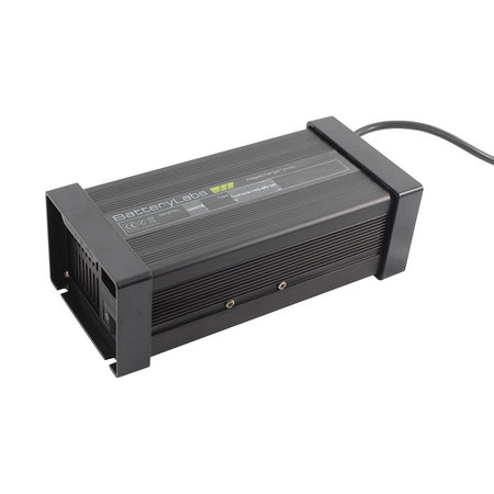BatteryLabs MegaCharge LiFePO4 12V 10A - XLR stekker