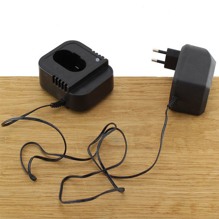 FERM Charger Adapter 12V 2,4A voor 12V boormachines