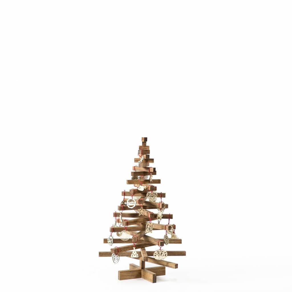 Houten kerstboom van geperste bamboelatten van 2 bij 2 cm