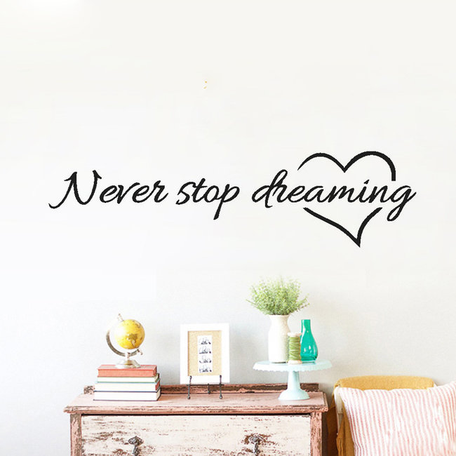 NEW1702 Never Stop Dreaming Muursticker