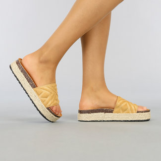 NEW1003 Camel Plateau Slippers met Grafische Band