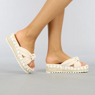 Beige Sleehak Slippers met Knoop