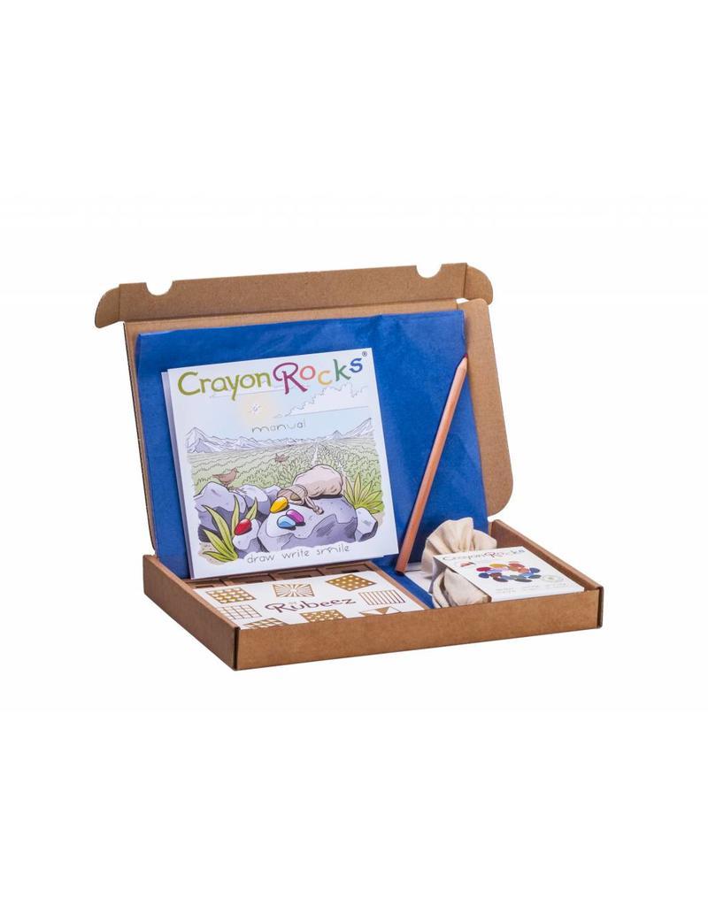 Crayon Rocks Rubeez - Acht (8) kartonnen sjablonen, een zakje Crayon Rocks CR.CMU.16 en een regenboogpotlood