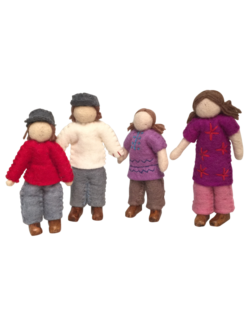 Papoose Toys Caucasian family / set 4 dolls