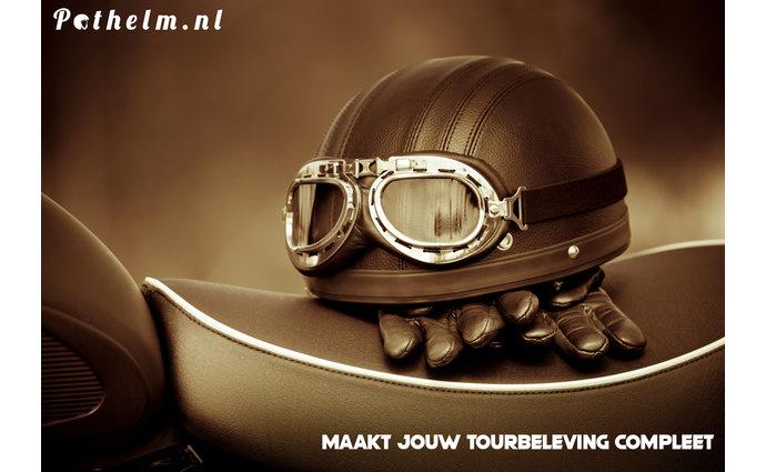Helm op zadel