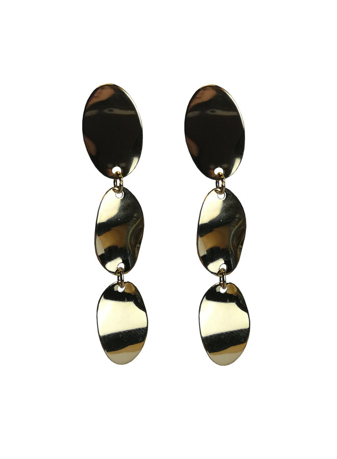 statement earring with 3 drops of gold