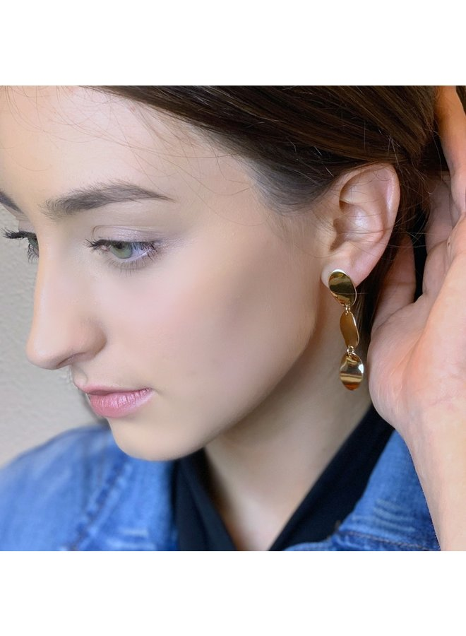 Jozemiek statement earring with 3 drops of gold