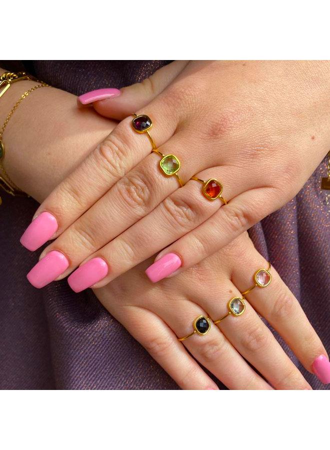 Ring met gekleurde steen