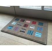 Tapis d'entrée brun avec carrés