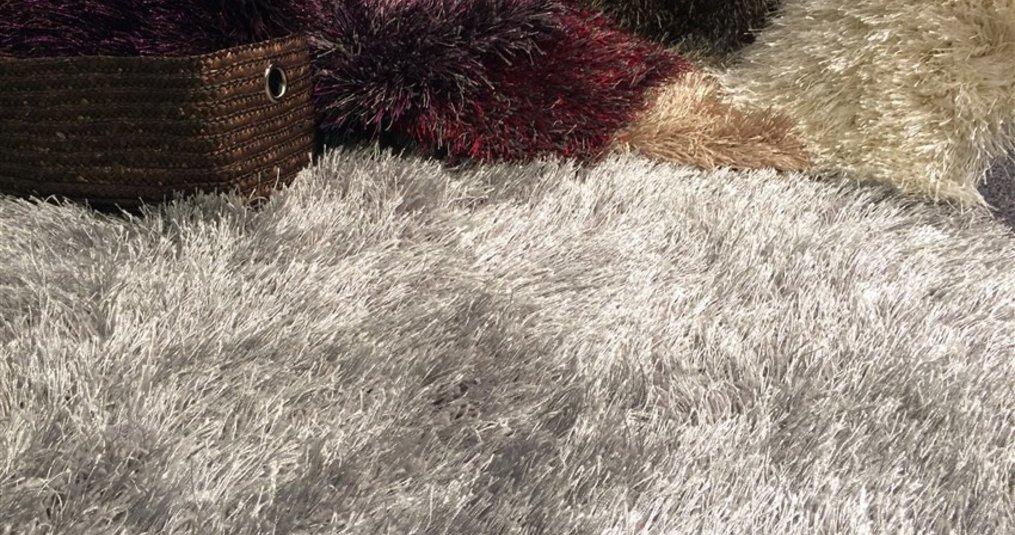 Een shaggy tapijt in huis