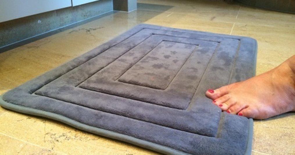 De sfeer van badkamer matten