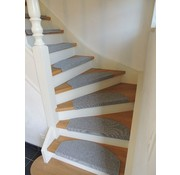 Tapis pour escaliers gris