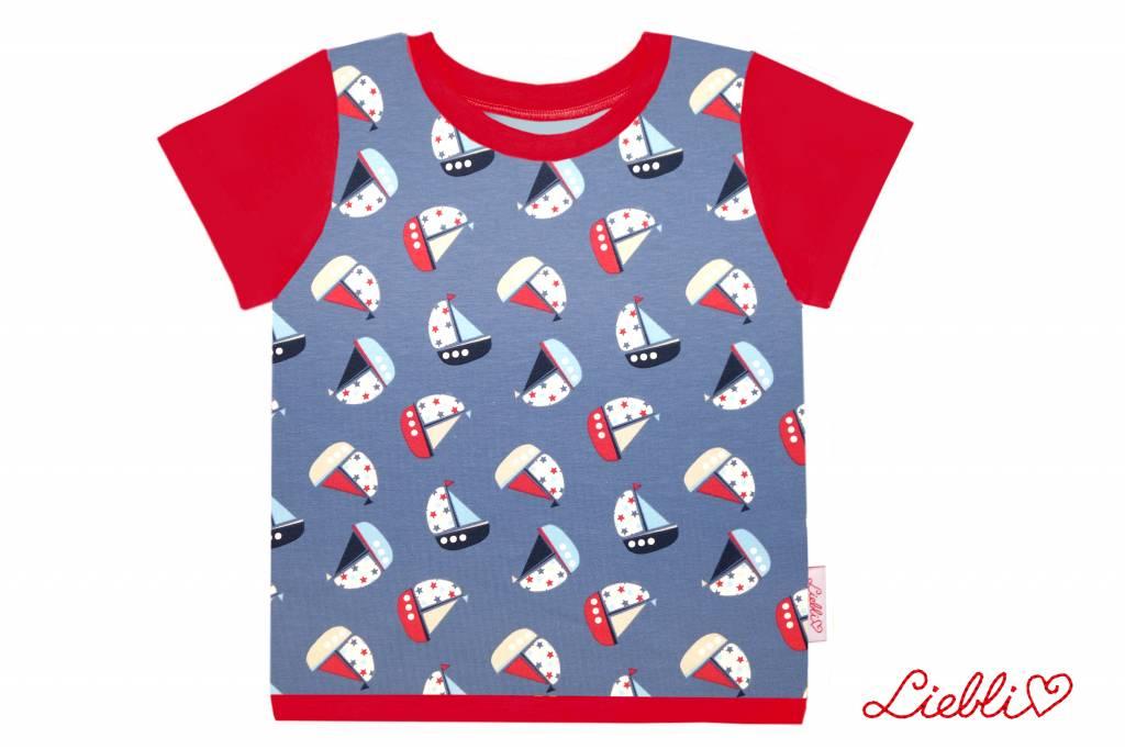 T-Shirt kurzarm, Schiffe mit Sternen auf jeansblau,  Ärmeln rot
