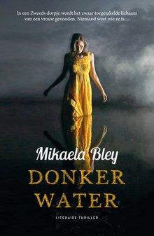 Mikaela Bley Donker water