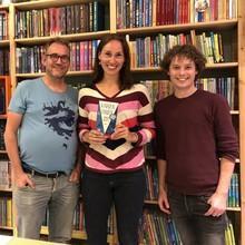 De Grote Vriendelijke Podcast De Grote Vriendelijke Podcast - Anna Woltz (m.m.v. Shadi Doostdar) - Aflevering 18
