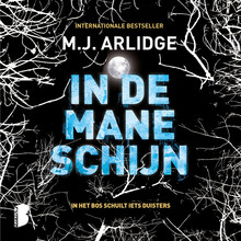 M.J. Arlidge In de maneschijn - In het bos schuilt iets duisters