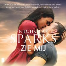 Nicholas Sparks Zie mij - Als Colin en Maria elkaar ontmoeten, veranderen hun levens voorgoed. Maar een duister verleden dreigt ze in te halen…