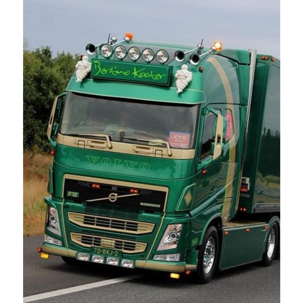 Amber LED Daytime running lights for the Volvo FH4 from 2016