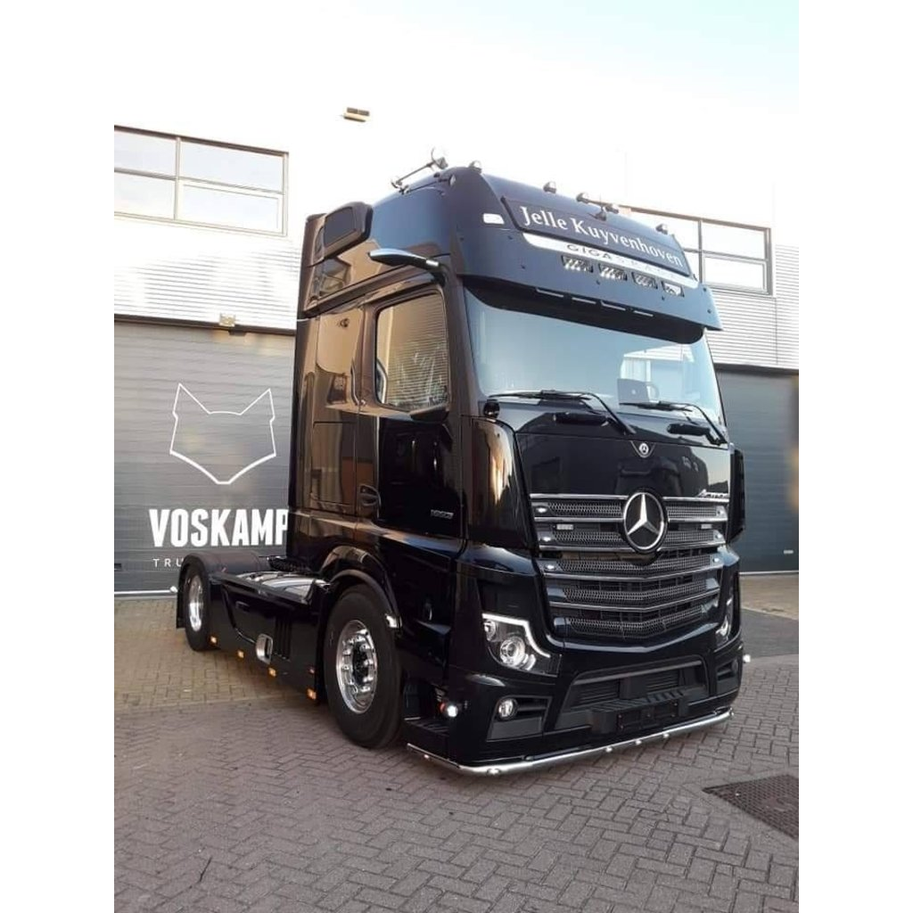 Fox Parts low Sunvisor for Mercedes Actros with 4x Lazer Tripple R750