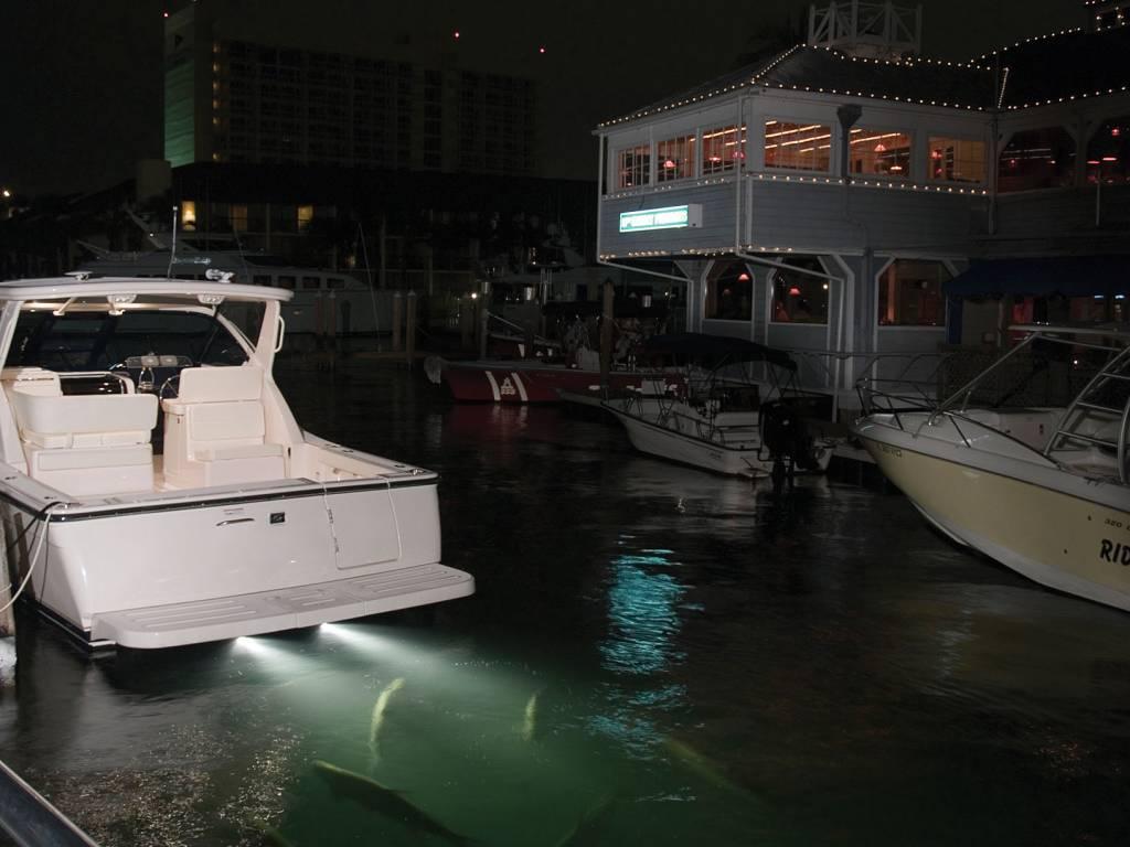 Perko Unterwasser-Licht - Platzsparender Rumpfdurchlass