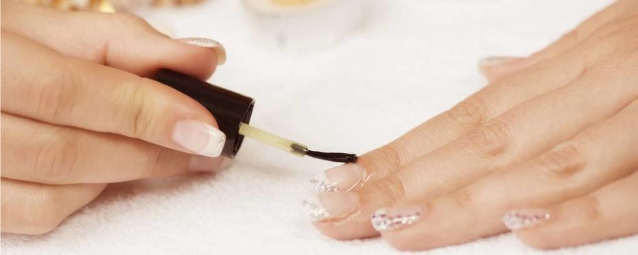 Flüssigkeiten für beste Fingernägel