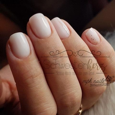 Schlicht und elegant - Nägel in weiß