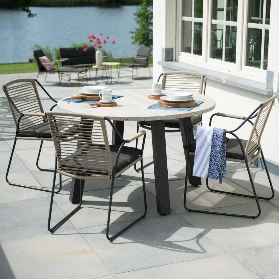 4 Seasons Outdoor Scandic Dining With