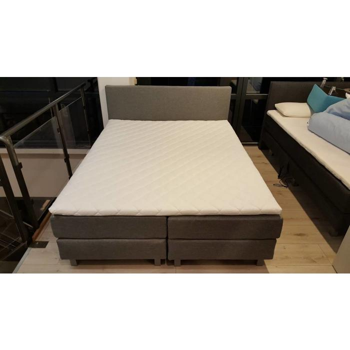 Box spring bed 2000