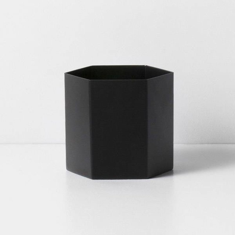 ferm LIVING-collectie Pot Hexagon zwart -L-