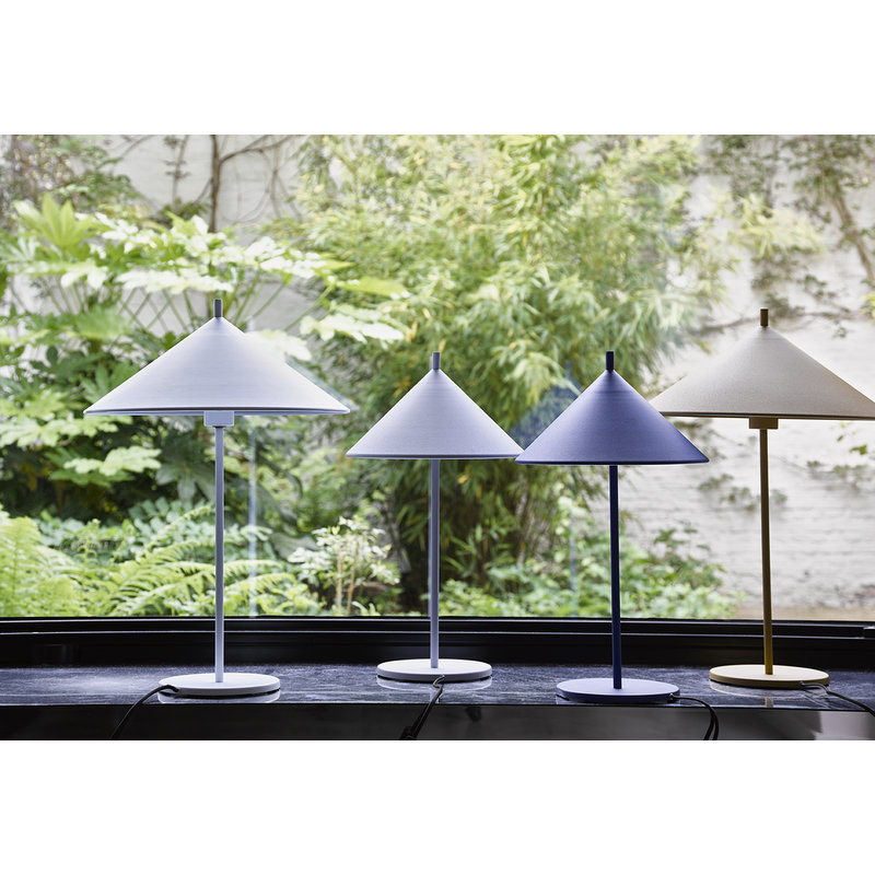 HKliving-collectie metal triangle table lamp L matt white