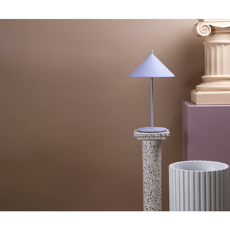 HKliving-collectie metal triangle table lamp M matt lilac